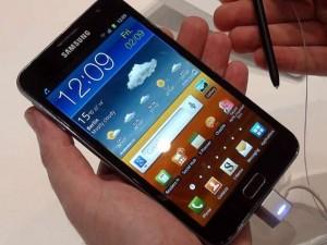 La Samsung Galaxy Note 2 impressionne par sa taille et la qualité de l'écran