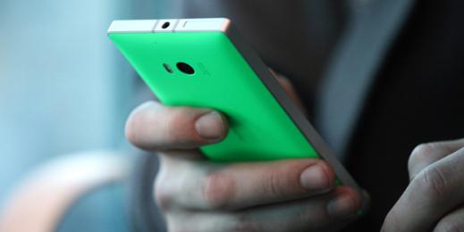 La façade arrière du Nokia Lumia 930 permet de constater la solide finition du téléphone