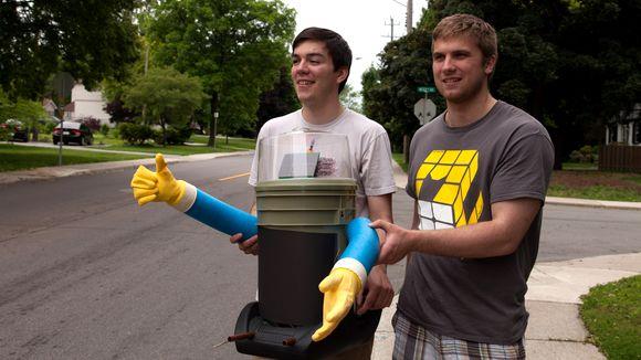 Hitchbot : un robot va traverser le Canada en autostop